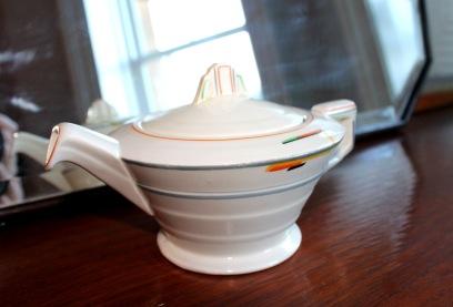 Grindley Cream Petal teapot