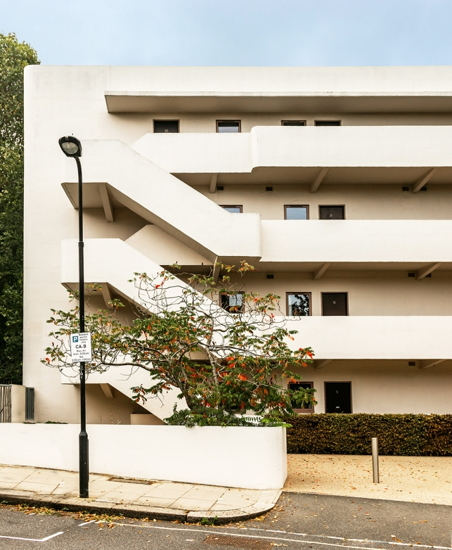 Isokon (Lawn Road) Flats, Hampstead (1934) by Wells Coates